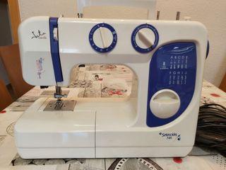 Máquina de coser Jata MC 745