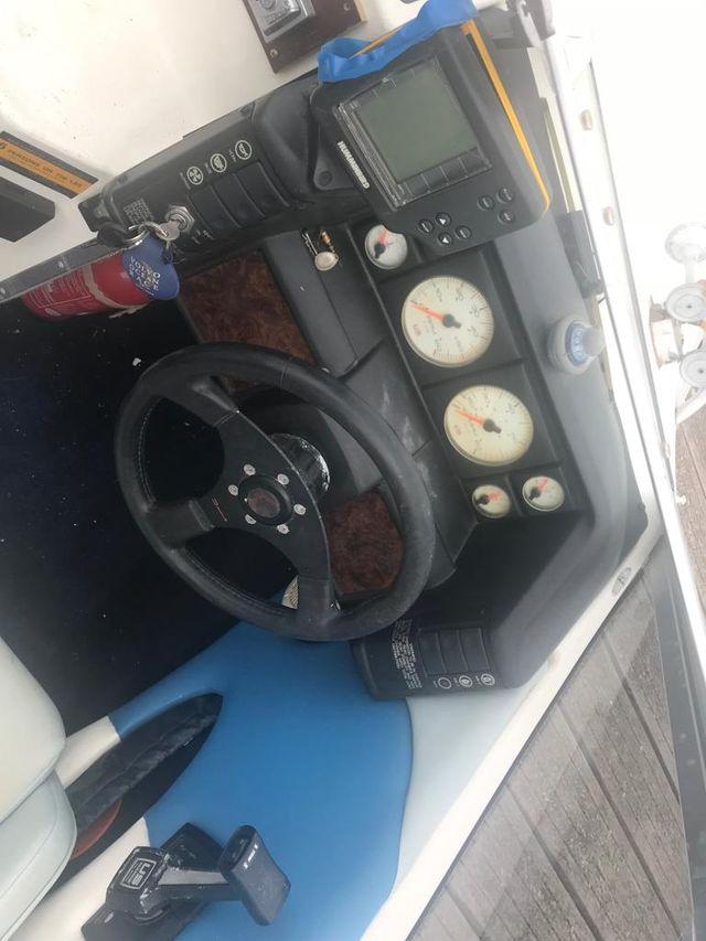 se vende barco Bayliner 150 cv motor 3000 gasolina