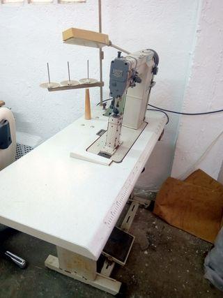 Maquina de coser de columna
