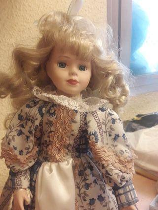 Muñeca porcelana y tela