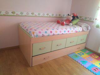 cama juvenil y 3 estanterías a juego