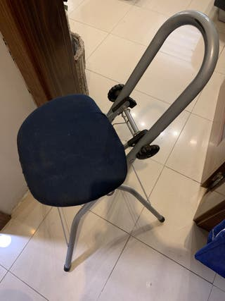 Taburete ergonomico plegable para planchar