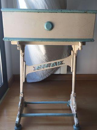 Mueble costurero antiguo