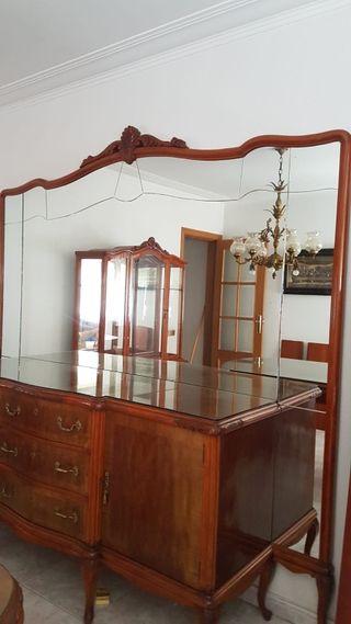 mueble con espejo muy cuidado vintage.
