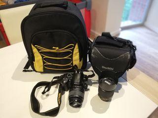 Nikon D 3000 + dos objetivos + dos mochilas