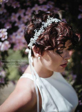 Tocado de novia de hojas y cristal invitada tiara