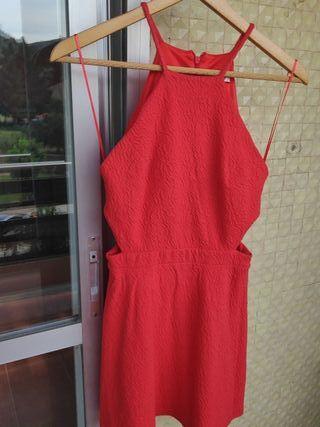 vestido con aberturas laterales