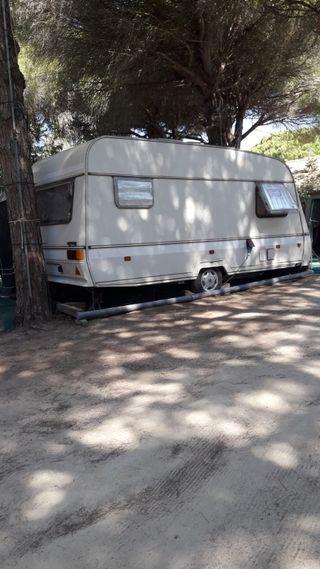 Caravana instalada en Camping Cádiz
