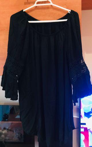 Blusa negra con detalle en mangas