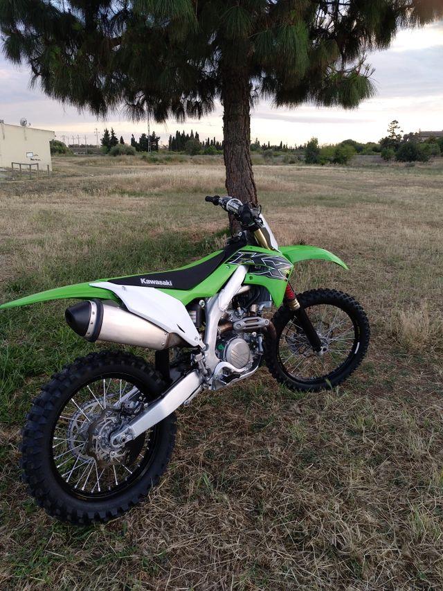 MOTO de CROSS KAWASAKI Modelo KX 450 2019