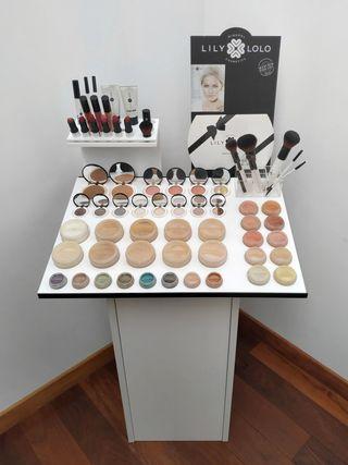 Expositor de maquillaje mineral de Lily Lolo