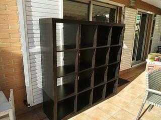 Estantería IKEA color madera wengue