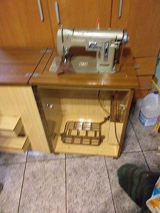 vendo maquina de coser antigua.