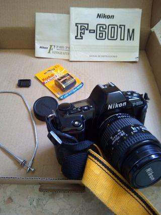 Cámara analógica Nikon F601M+objetivo