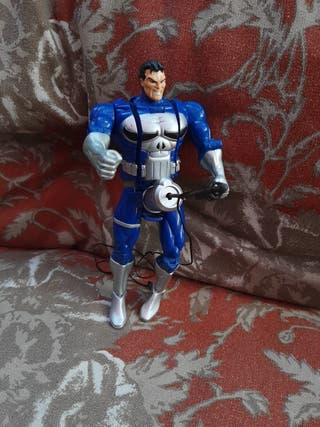 figura bizarra Marvel Punisher