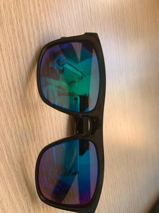 Gafas sol de espejo color negro de pasta