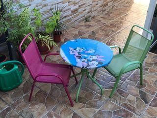Conjunto infantil mesa y sillas.