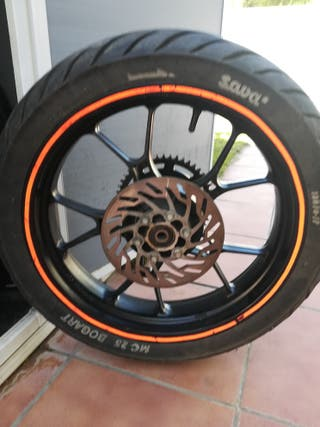 rueda trasera moto con disco de freno