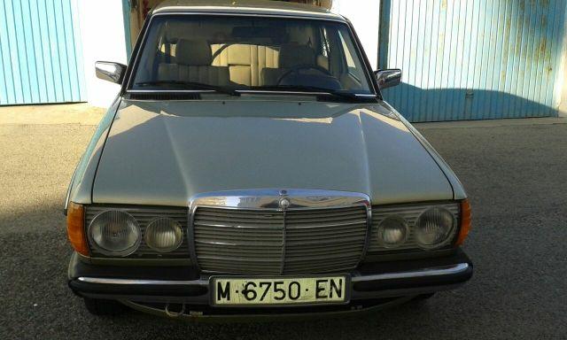 Mercedes-Benz 230E W123 1981