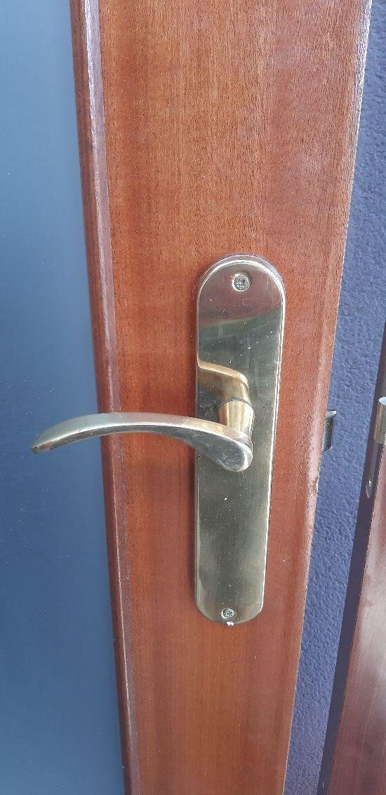 Puerta madera doble con cristal