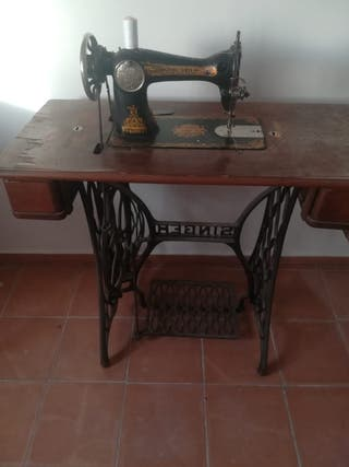 Maquina de Coser Singe Antigua