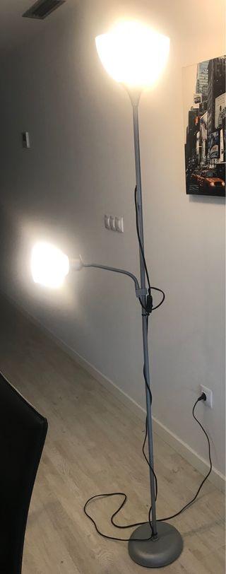 Lámpara de pie (Incluye bombillas)