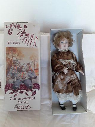muñeca antigua RAMÓN INGLÉS colección ITÁLICA