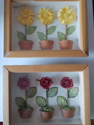 Lote de dos cuadros con relieve de flores