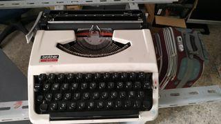 Máquina de escribir Brother 210