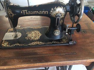 Máquina coser y bordar antigua