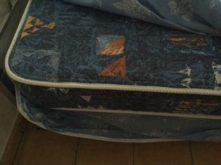 Colchón impecable cama 1.05. Más somier de laminas