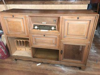 Ràdio antigua con cajón
