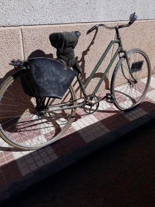 vendo bicicleta antigua con sus aguaeras