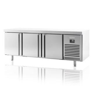 Mesa refrigerada inox. 3 puertas fondo 700