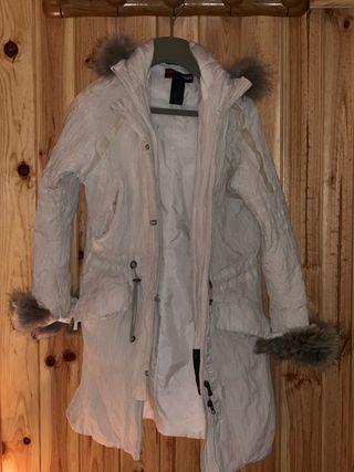 Abrigo Versace Sport blanco con pelo en capucha y