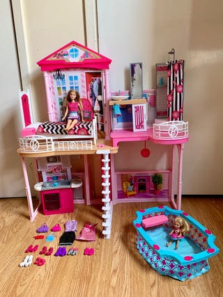 Barbie House with Accesories