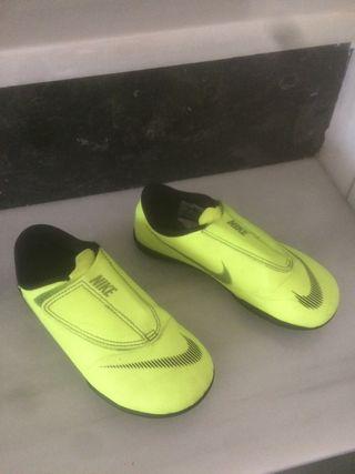 Zapatillas fútbol multitacos niño Nike talla 29,5