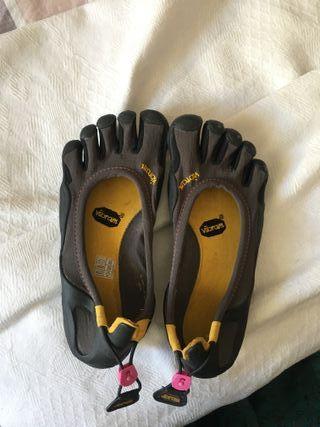 Zapatillas five fingers VIBRAM. Mujer