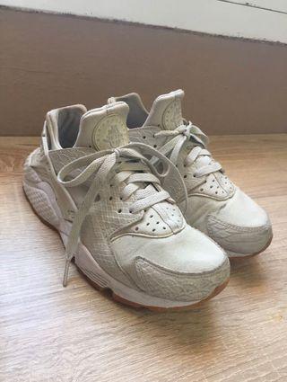 Nike huarache talla 38 (24cms)