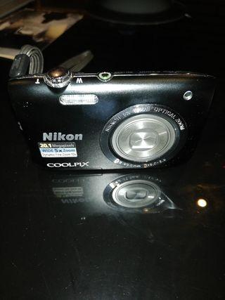 Cámara compacta Nikon colpix s2900 20.1 megapixels
