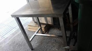 mesa acero pequeña