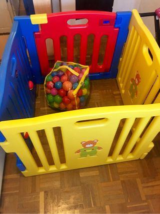 Parque infantil con bolas
