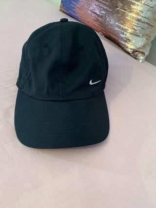89fcc99704d4 Gorra Nike mujer de segunda mano en WALLAPOP