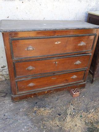 vendo cómoda de madera antigua
