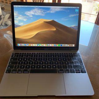 MacBook comprado el año pasado.