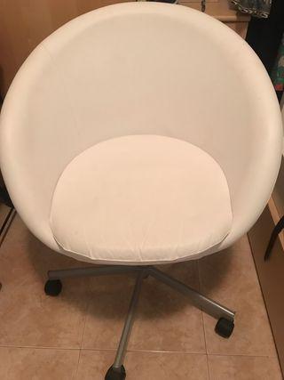 Sofá, sillón regulable de piel blanco nuevo