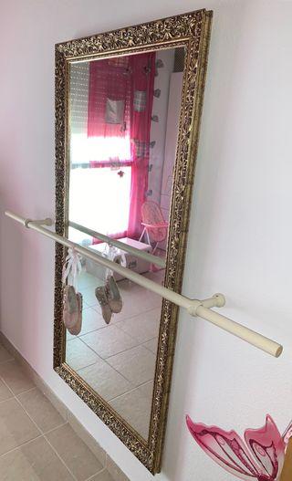 Espejo y barra ballet