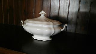 Muy antigua sopera porcelana San Claudio