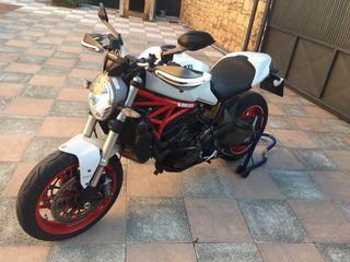 Ducati Monster 821 112cv