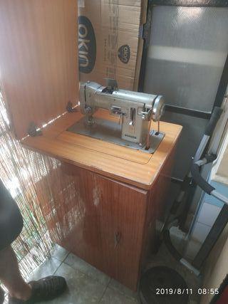Maquina de coser Wertheim años 70.